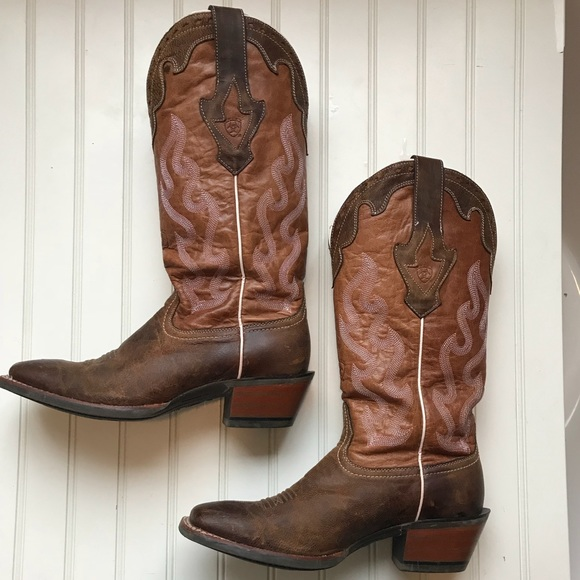 Ariat Shoes - Women s Ariat cowgirl boots size 9 69bfbc024